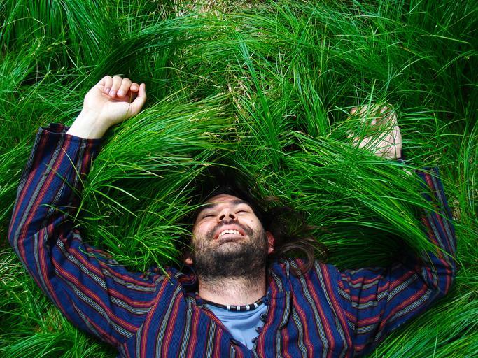 muž v trávě.jpg