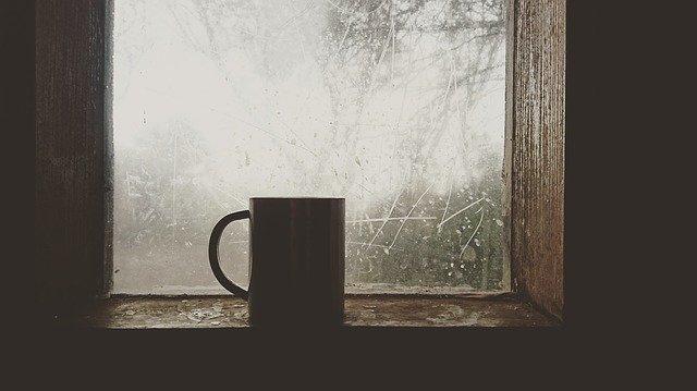 okno s hrnkem.jpg