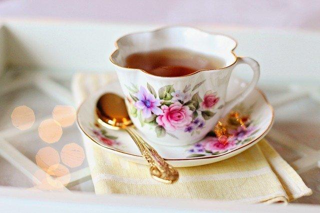 šálek s čajem