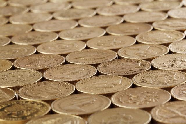 mince naskládané vedle sebe