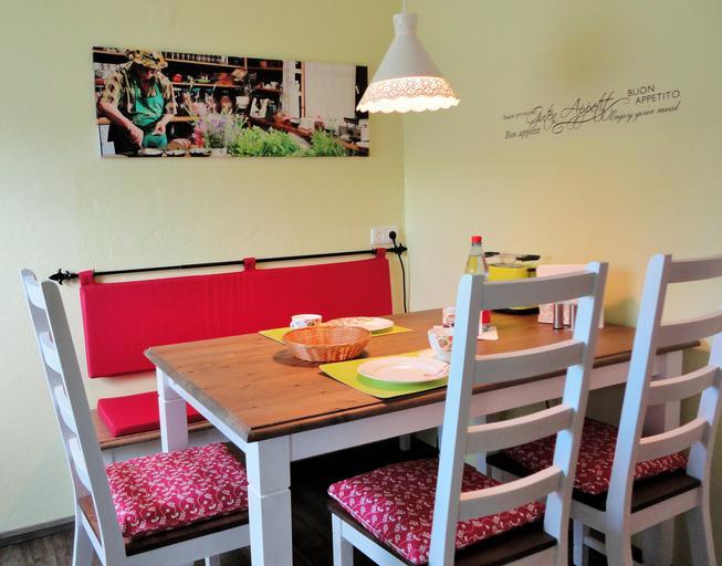stůl a židle.jpg